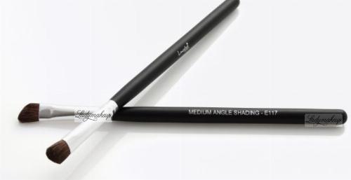 LancrOne - MEDIUM ANGLE SHADING - Eyeshadow Brush - E117