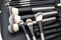 LancrOne - SUNSHADE MINERALS - Zestaw 15 pędzli do makijażu + Pikowane czarne etui - EDYCJA LIMITOWANA