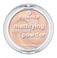 Essence - Mattifying Compact Powder - Matujący puder w kompakcie  - 10 - LIGHT BEIGE - 10 - LIGHT BEIGE