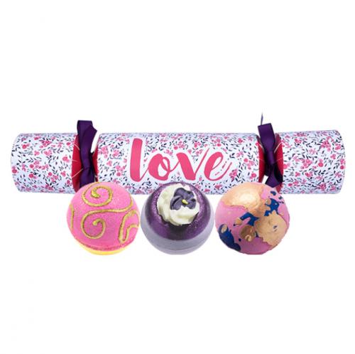 Bomb Cosmetics - LOVE Cracker Gift Pack - Zestaw upominkowy w kształcie cukierka - LOVE