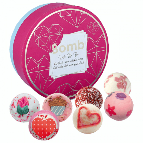 Bomb Cosmetics - Love Me Do - Gift Pack - Gift set with natural bath cosmetics